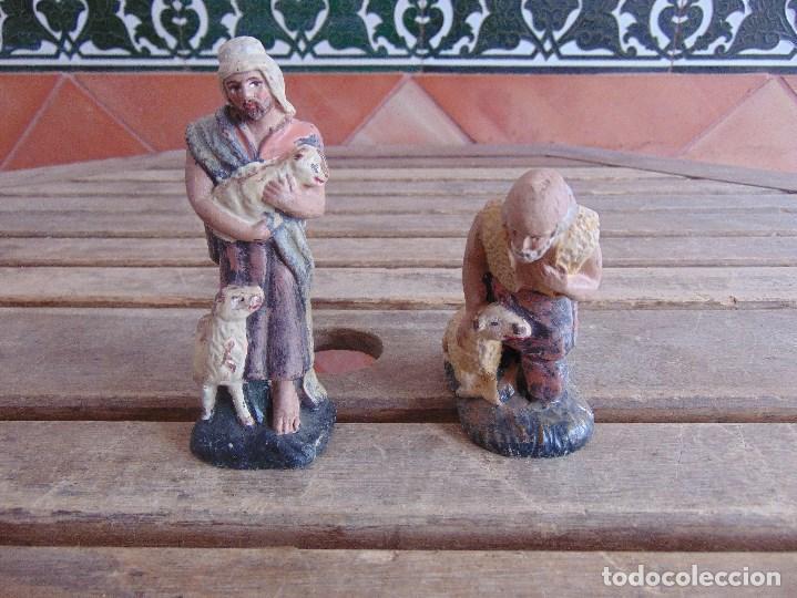 FIGURA DE BELEN EN BARRO , TERRACOTA 2 PASTORES (Coleccionismo - Figuras de Belén)