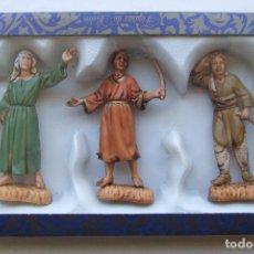 Figuras de Belén: CAJA 3 FIGURAS ANTIGUAS DE BELEN NACIMIENTO FABRICADAS EN MENORCA MARCA MOYSI. Lote 124513015