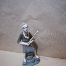Figuras de Belén: FIGURA ANTIGUA DE PASTOR PESCADOR CATALANA PARA BELÉN PESEBRE NACIMIENTO HUEVO FRITO CACHARRERIA. Lote 127249519