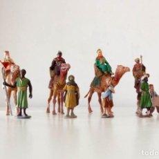 Figuras de Belén: BELÉN AÑOS 60, 5 REYES, 4 CAMELLOS Y 6 PAJES, CASI TODO DE LOS 60. SALIDA 1 CÉNTIMO. Lote 131175104