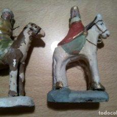 Figuras de Belén: *ANTIGUOS REYES A CABALLO. BARRO. 9,5 CM. (RF:F54/*). Lote 134371886