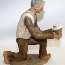 Figuras de Belén: JOSEP MARIA BRULL PAGÈS (ASCÓ, 1907 - RIPOLLET, 1995) FIGURA DE BELEN EN TERRACOTA. PESEBRE. Lote 136367710