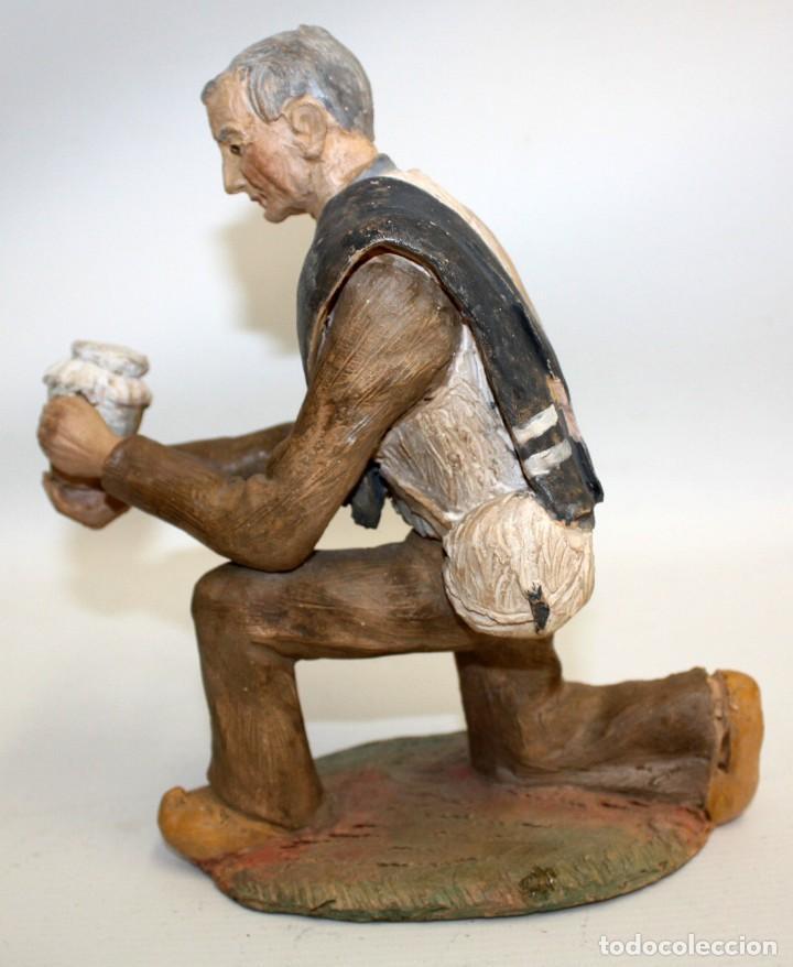 Figuras de Belén: JOSEP MARIA BRULL PAGÈS (Ascó, 1907 - Ripollet, 1995) FIGURA DE BELEN EN TERRACOTA. PESEBRE - Foto 2 - 136367710