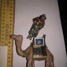 Figuras de Belén: ANTIGUA FIGURA DE PORTAL BELEN PLASTICO DURO - CAMELLO GRANDE REY MAGO TONOS METALIZADOS. Lote 139002898