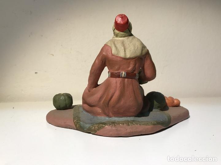 Figuras de Belén: Figura Belén terracota barro. Hombre sentado con comida. Primera mitad del siglo XX. Pintado a mano - Foto 3 - 139396546