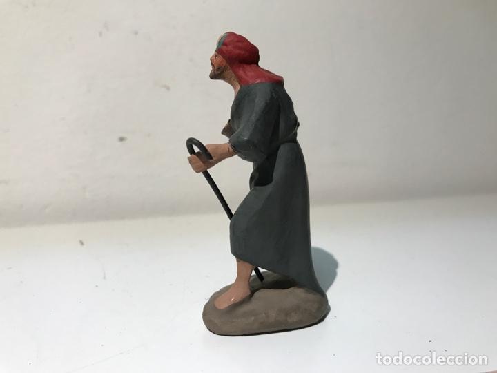 Figuras de Belén: Figura Belén terracota barro. Hombre portando ofrenda. Mitad siglo XX. Pintado a mano - Foto 2 - 139420832