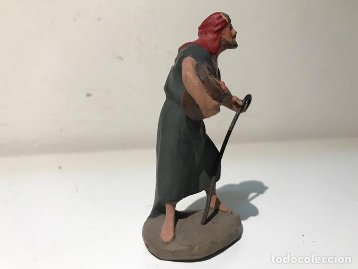Figuras de Belén: Figura Belén terracota barro. Hombre portando ofrenda. Mitad siglo XX. Pintado a mano - Foto 4 - 139420832