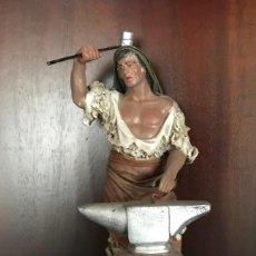 Figuras de Belén: FIGURA DE BELEN NACIMIENTO DE BARRO VIUDA M. GALAN PUENTE TOCINO MURCIA EL HERRERO ALTO 19 CM. Lote 139692154