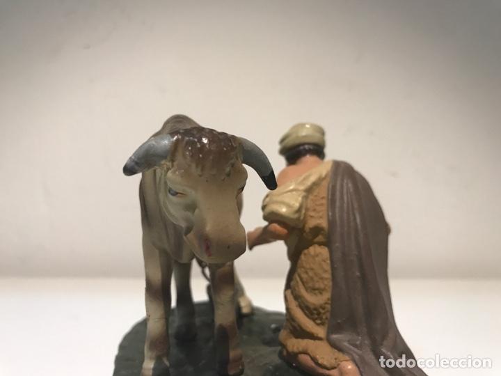 Figuras de Belén: Figura de Belén en terracota barro. Pastor ordeñando vaca. Mitad siglo XX. - Foto 7 - 139961705