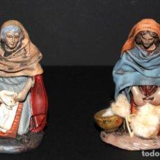 Figuras de Belén: FIGURAS DE BELEN O PESSEBRE EN BARRO O TERRACOTA - LAVANDERA E HILANDERA. Lote 140137246