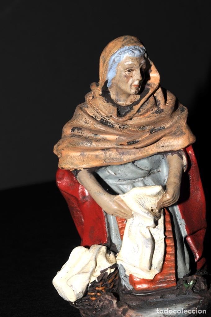 Figuras de Belén: FIGURAS DE BELEN O PESSEBRE EN BARRO O TERRACOTA - LAVANDERA E HILANDERA - Foto 4 - 140137246