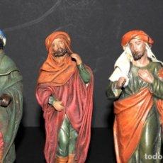 Figuras de Belén: FIGURAS DE BELEN O PESSEBRE EN BARRO O TERRACOTA - REYES - PAJES. Lote 140137950