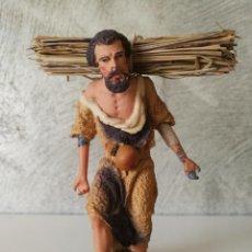 Figuras de Belén: ANTIGUA FIGURA BELÉN BARRO TERRACOTA PASTOR CON HAZ DE LEÑA. Lote 140554850