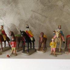 Figuras de Belén: ANTIGUOS REYES MAGOS A CABALLO CON PAJES Y CAMELLOS DE BARRO TERRACOTA . Lote 140560274