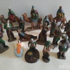Figuras de Belén: LOTE ANTIGUO BELÉN MURCIANO REYES MAGOS ANUNCIACIÓN SOLDADOS ROMANOS BARRO. Lote 140715106