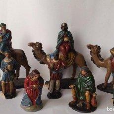 Figuras de Belén: ANTIGUO CONJUNTO DE REYES MAGOS - PAJES - VIRGÉN MARIA Y OTRA EN BARRO - SERRANO - . Lote 140729850