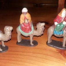 Figuras de Belén: FIGURAS DE BARRO. LOS REYES MAGOS Y PAJES. Lote 141571769