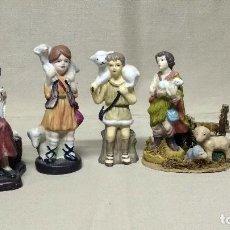 Figuras de Belén: LOTE BELÉN / NACIMIENTO: 4 FIGURAS DE PASTORCILLOS EN PORCELANA Y 1 FIGURA DE HILANDERA EN RESINA.. Lote 141604078