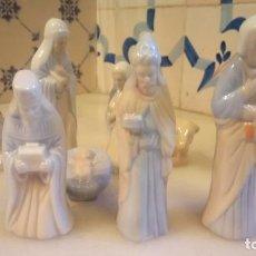 Figuras de Belén: ANTIGUO PESEBRE DE PORCELANA COMPLETO, CON NIÑO JESUS, VIGEN MARIA, SAN JOSE. Lote 142051190