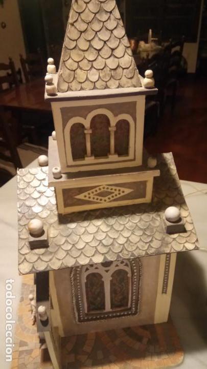 Figuras de Belén: Antigua iglesia de madera con Belén en su interior farbricada a mano años 60-70 - Foto 2 - 142212050