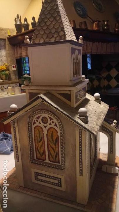 Figuras de Belén: Antigua iglesia de madera con Belén en su interior farbricada a mano años 60-70 - Foto 4 - 142212050