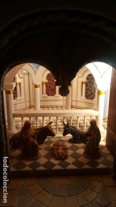 Figuras de Belén: Antigua iglesia de madera con Belén en su interior farbricada a mano años 60-70 - Foto 5 - 142212050