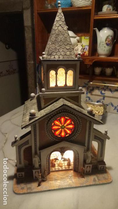 Figuras de Belén: Antigua iglesia de madera con Belén en su interior farbricada a mano años 60-70 - Foto 8 - 142212050