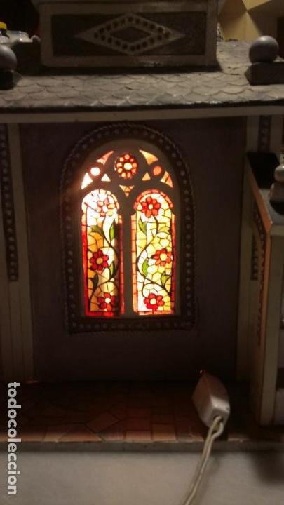 Figuras de Belén: Antigua iglesia de madera con Belén en su interior farbricada a mano años 60-70 - Foto 10 - 142212050