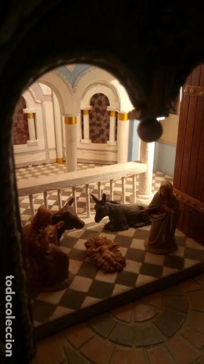 Figuras de Belén: Antigua iglesia de madera con Belén en su interior farbricada a mano años 60-70 - Foto 13 - 142212050