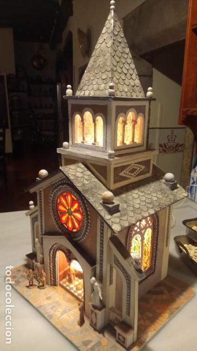 Figuras de Belén: Antigua iglesia de madera con Belén en su interior farbricada a mano años 60-70 - Foto 14 - 142212050