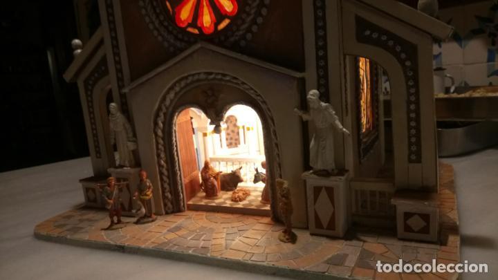 Figuras de Belén: Antigua iglesia de madera con Belén en su interior farbricada a mano años 60-70 - Foto 16 - 142212050