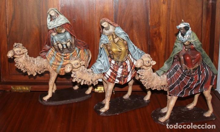 FIGURAS BELEN LOS TRES REYES MAGOS CON CAMELLOS, DECORARTE J. FERNANDEZ, MURCIA ALTURA MEDIA 33 CM (Coleccionismo - Figuras de Belén)