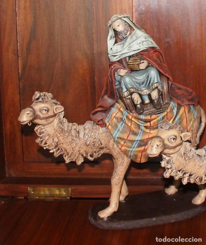 Figuras de Belén: FIGURAS BELEN LOS TRES REYES MAGOS CON CAMELLOS, DECORARTE J. FERNANDEZ, MURCIA ALTURA MEDIA 33 CM - Foto 2 - 143089954