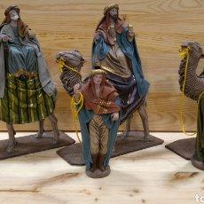 Figuras de Belén: JUEGO REYES MAGOS PORTAL DE BELÉN DE BARRO MURCIANO LIENZADO FIGURAS DE 16 CM DE SERRANO. Lote 143480706