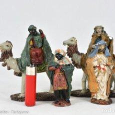 Figuras de Belén: LOTE 6 FIGURAS - REYES MAGOS EN CAMELLOS Y PAJES - DECORADAS Y PINTADAS. Lote 143585318