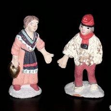 Figuras de Belén: FIGURAS BELÉN BELENISMO: PAREJA CATALANES EN BARRO CON MANO EN PLOMO, FIRMADAS CARME FERRER.. Lote 143586286