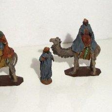Figuras de Belén: BELEN ARTESANAL - REYES MAGOS Y PAJES - 17 CM - ORTIGAS ARTEBELÉN (MURCIA) - BARRO LIENZADO. Lote 143654538