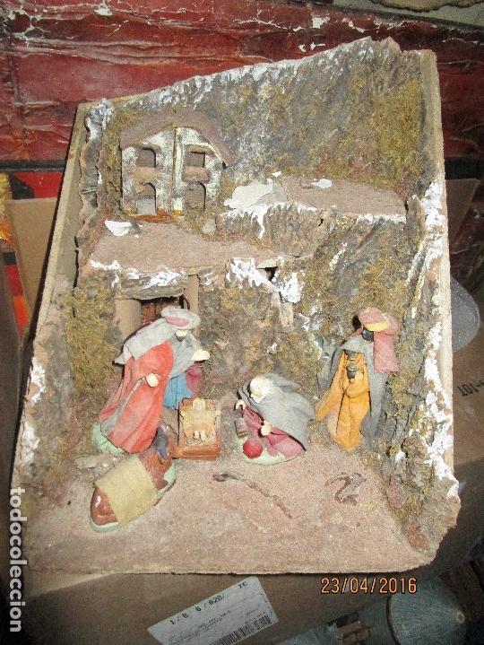 Figuras de Belén: OFERTA DIORAMA GRANDE BELEN COMPOSICION PORTAL CON REYES MAGOS FIGURAS CON ROPA AUTENTICA Y CASAS - Foto 2 - 93578330