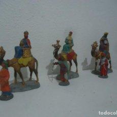 Figuras de Belén: ANTIFUAS FIGURAS DE BELEN ECHAS EN BARRO REYES A CAMELLO Y PAJES MEDIDAS 7,5 PAJES Y CAMELLOS 14 CM. Lote 143938502