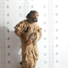 Figuras de Belén: IMPRESIONANTE TRABAJO FIGURA DE BELÉN TERRACOTA BASE DE MADERA NUMERADA PASTOR POSIBLE ORTIGAS. Lote 144447942