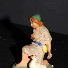 Figuras de Belén: FIGURA DE BELEN O PESSEBRE EN BARRO O TERRACOTA - MUJER CON OCA. Lote 145252574