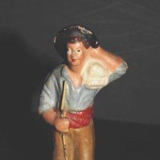 Figuras de Belén: FIGURA DE BELEN O PESSEBRE EN BARRO O TERRACOTA - NIÑO CON SACO. Lote 145253086