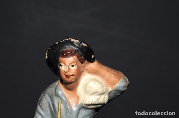 Figuras de Belén: FIGURA DE BELEN O PESSEBRE EN BARRO O TERRACOTA - NIÑO CON SACO - Foto 2 - 145253086
