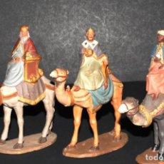 Figuras de Belén: FIGURA DE BELEN O PESSEBRE EN BARRO O TERRACOTA - REYES MAGOS - CASTELLS. Lote 145409118