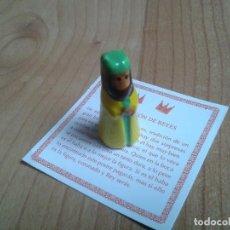 Figuras de Belén: REY MAGO -- PORCELANA -- FIGURITA MINIATURA ROSCÓN DE REYES -- BALTASAR -- INCLUYE TARJETA. Lote 148553234
