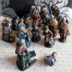 Figuras de Belén: 19 FIGURAS DE BELEN PASTORES PANADERAS ROMANOS ARTESANOS DE RESINA MARMOLINA 4 ROTAS. Lote 148794030