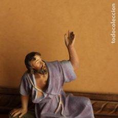 Figuras de Belén: FIGURA ANTIGUA DE GRAN TAMAÑO PASTOR DE BELEN DE ESTUCO OLOT 21 CM. Lote 151374202