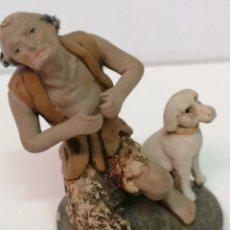 Figuras de Belén: ORTIGAS, PASTOR CON PERRO DE BARRO. Lote 152172342