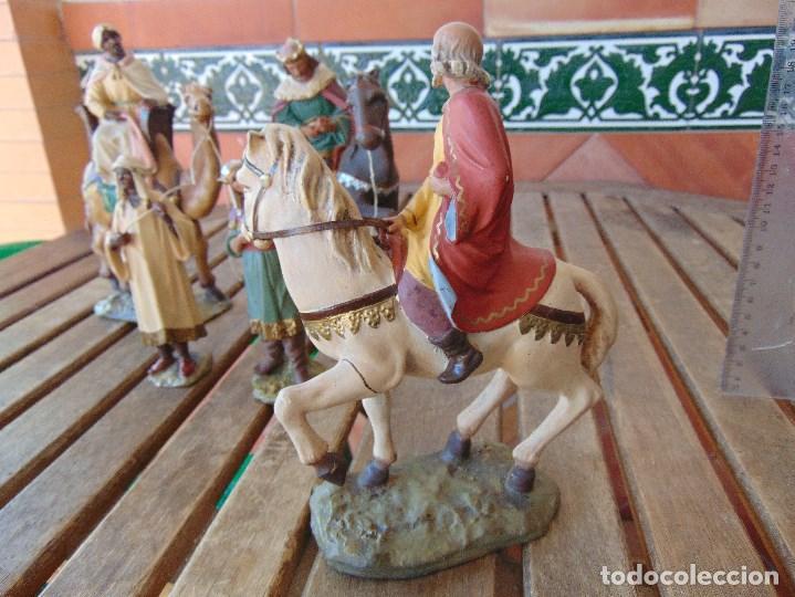 Figuras de Belén: FIGURA DE BELEN EN ESTUCO POLICROMADO OLOT ?? LOS TRES REYES MAGOS Y SUS PAJES - Foto 11 - 159691522