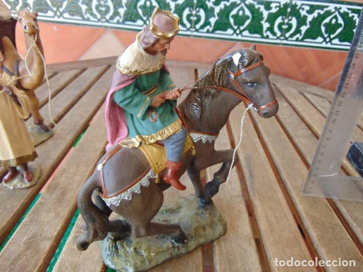 Figuras de Belén: FIGURA DE BELEN EN ESTUCO POLICROMADO OLOT ?? LOS TRES REYES MAGOS Y SUS PAJES - Foto 23 - 159691522